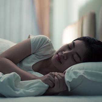 夜、1時間早くベッドに入ってたっぷりと睡眠をとってみる。
